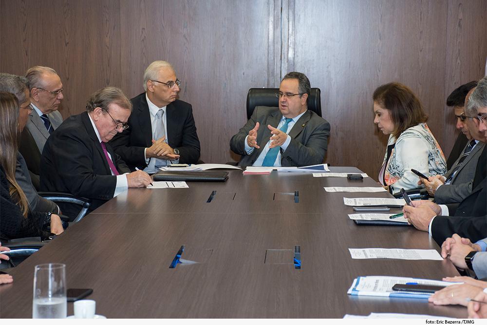 Reunião com a presença do presidente Nelson Missias de Morais e juiz do CNJ Márcio Alexandre