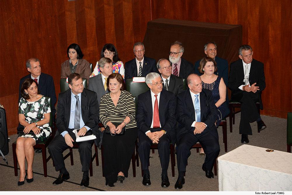 foto-homenagem-magistrados-aposentadios-2.jpg