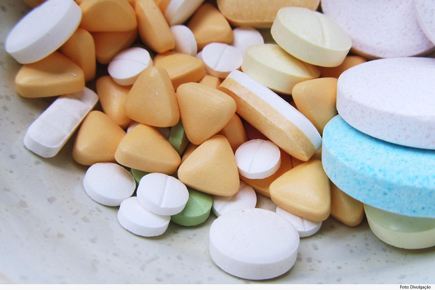Comprimidos variados de medicamentos