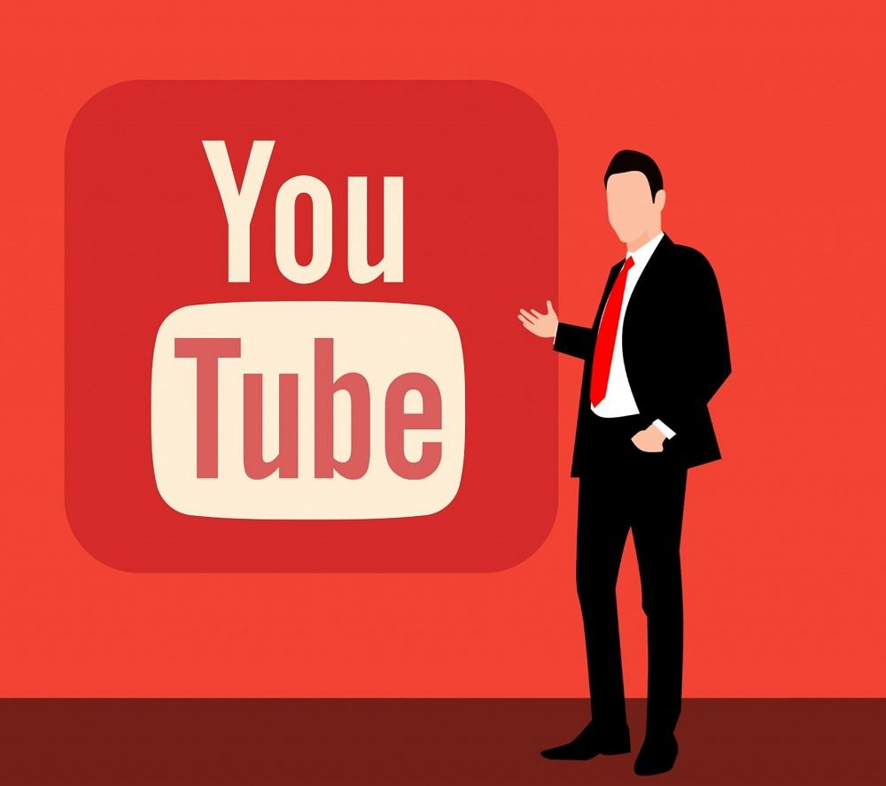 Desenho de homem de terno ao lado da logomarca do Youtube