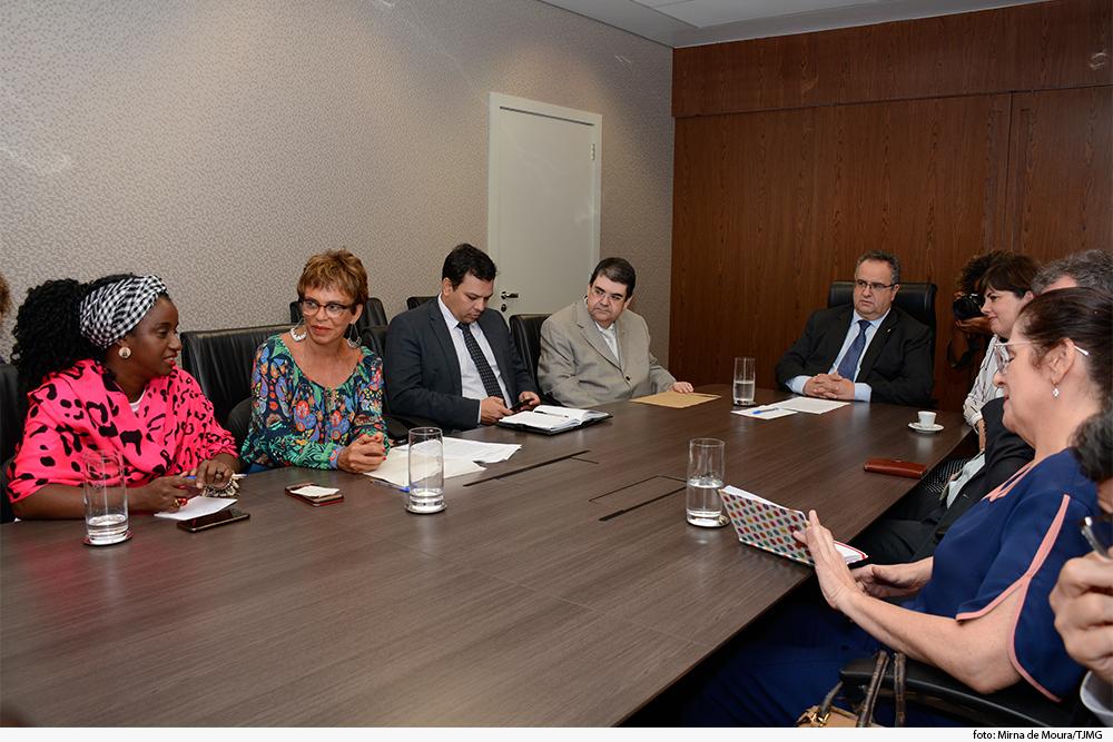 noticia03-encontro-mulheres-contagem-betim-29.05.19.jpg