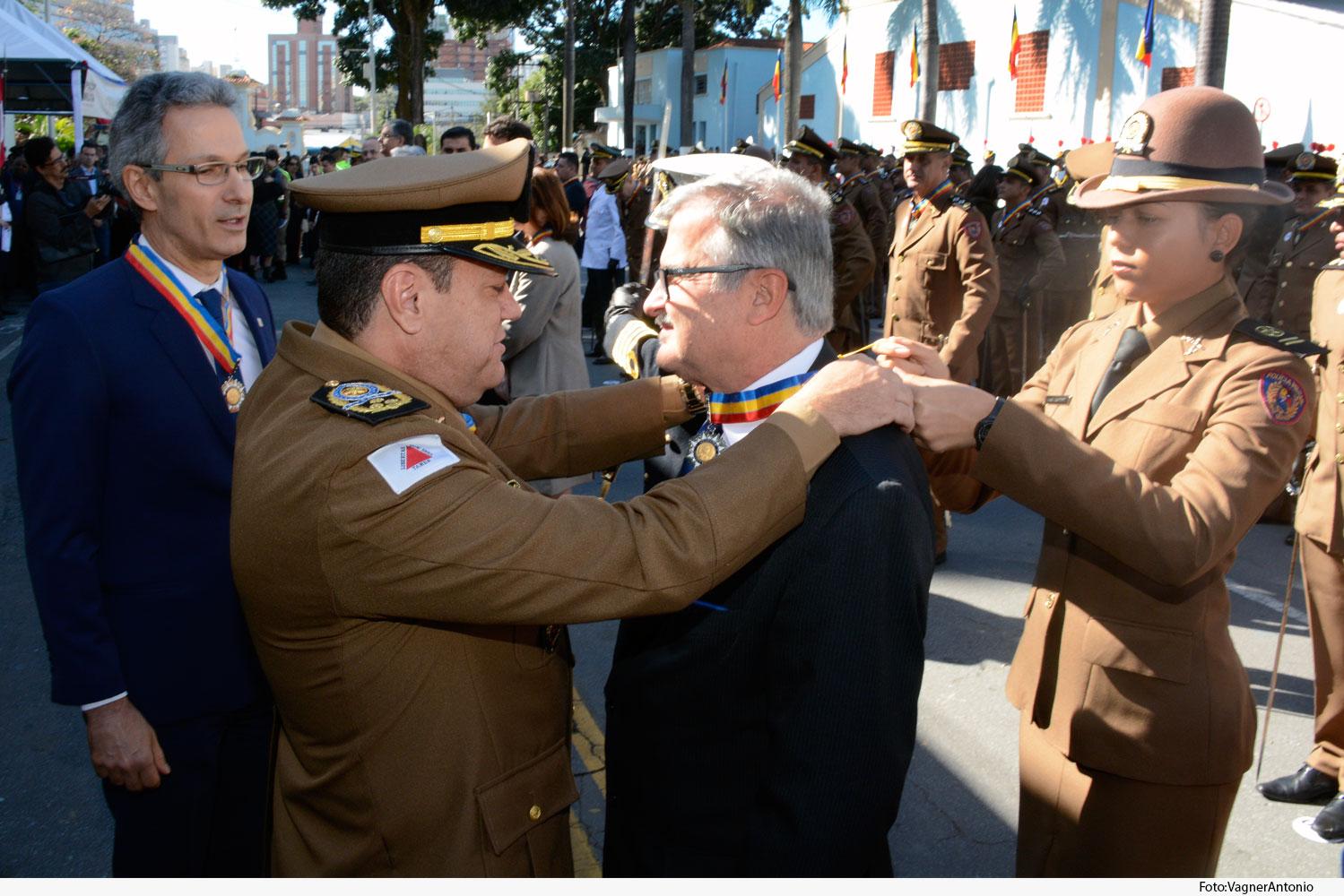 Noticia2-Medalha-Alferes-Tiradentes.Des-Caldeira-Brant-07.06.19.jpg