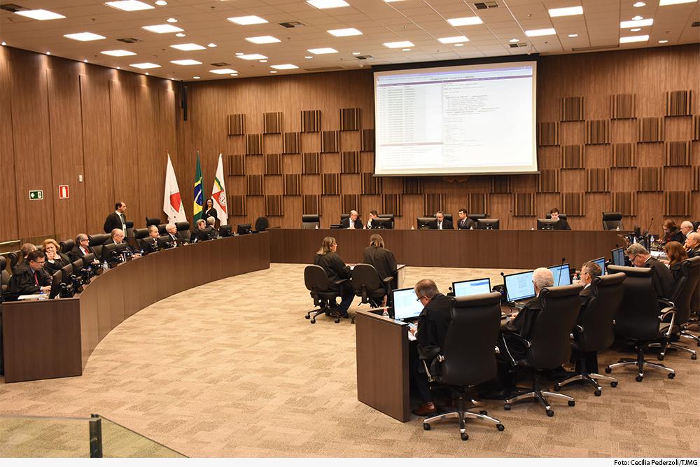 Plenário do Órgão Especial durante sessão de julgamento