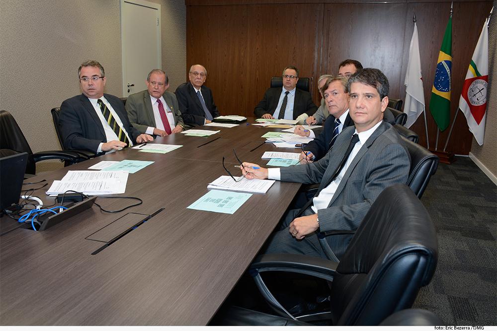 noticia01-Reuniao-Conselhor-Seg.-Institucional-05-10-08.jpg