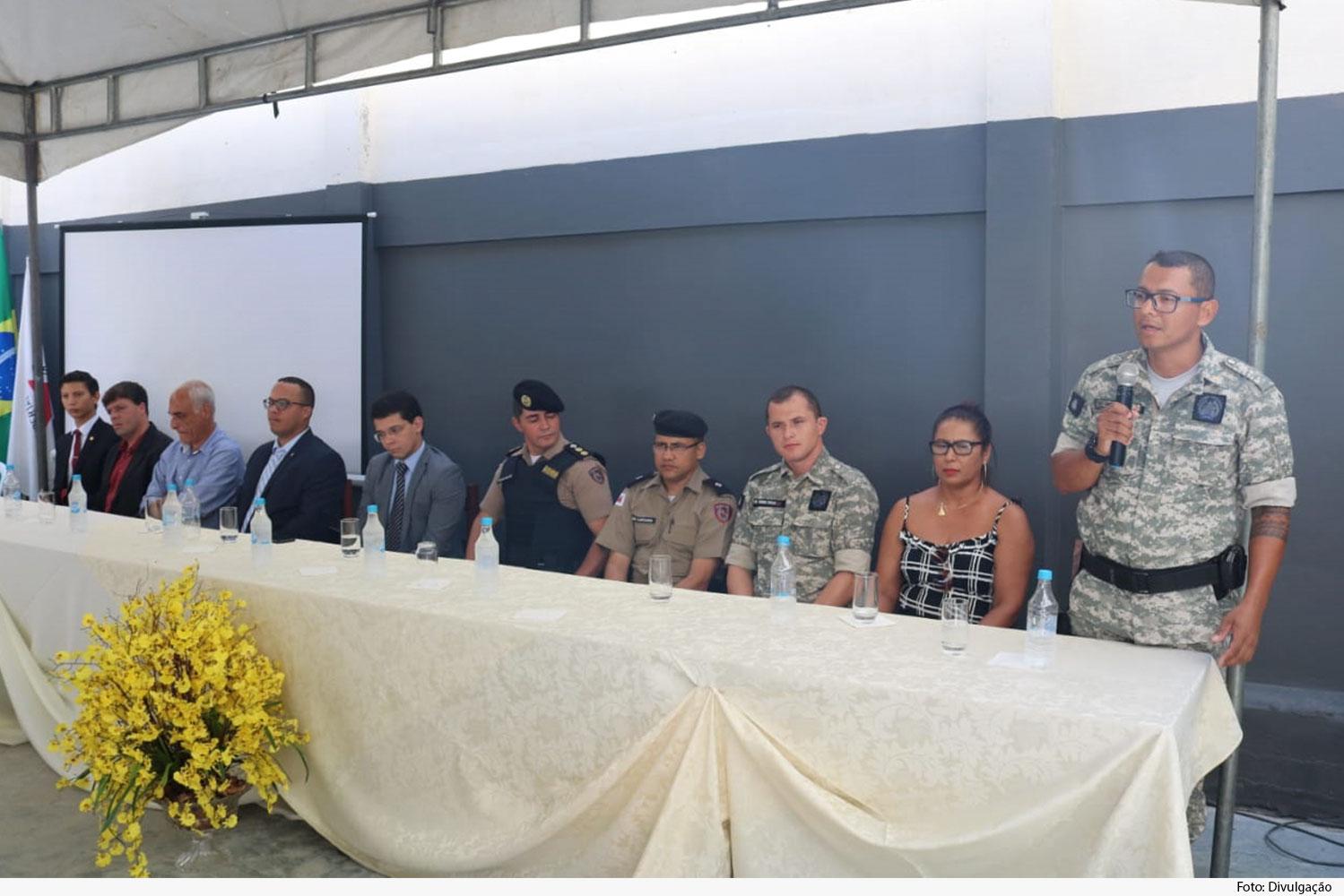 Mesa de honra com autoridades