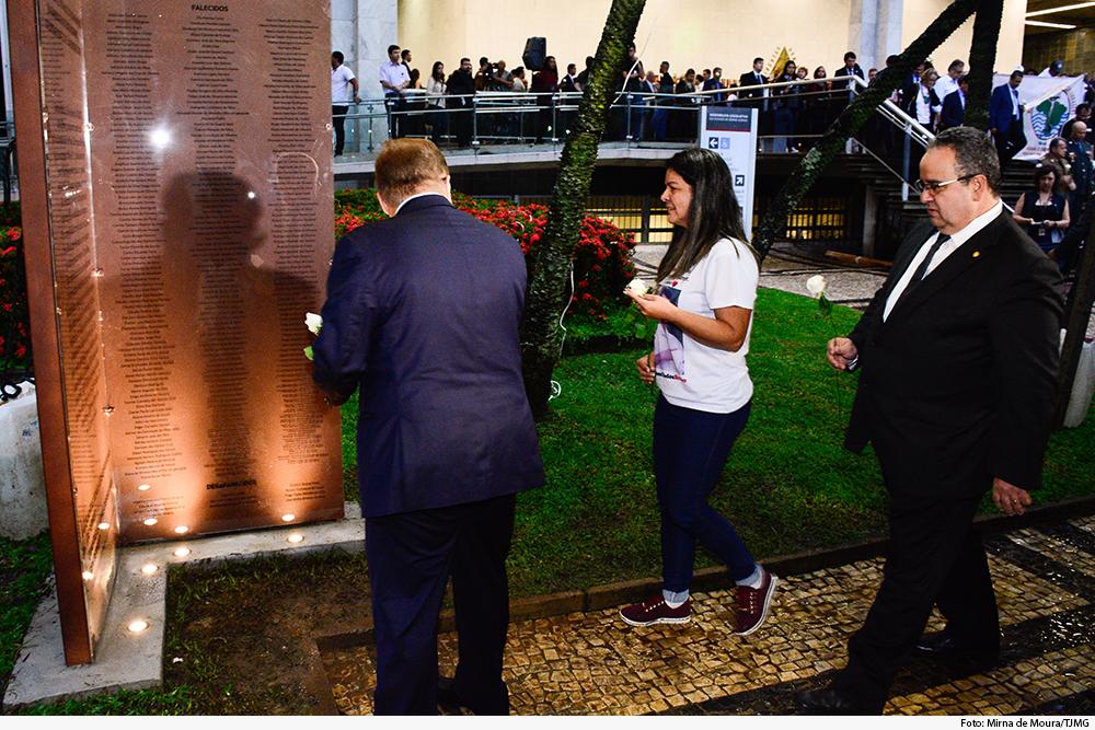 noticia5-presidente-tjmg-flor-monumento-23.01.20.jpg
